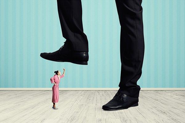 一个人内向自卑缺乏自信的10大典型表现